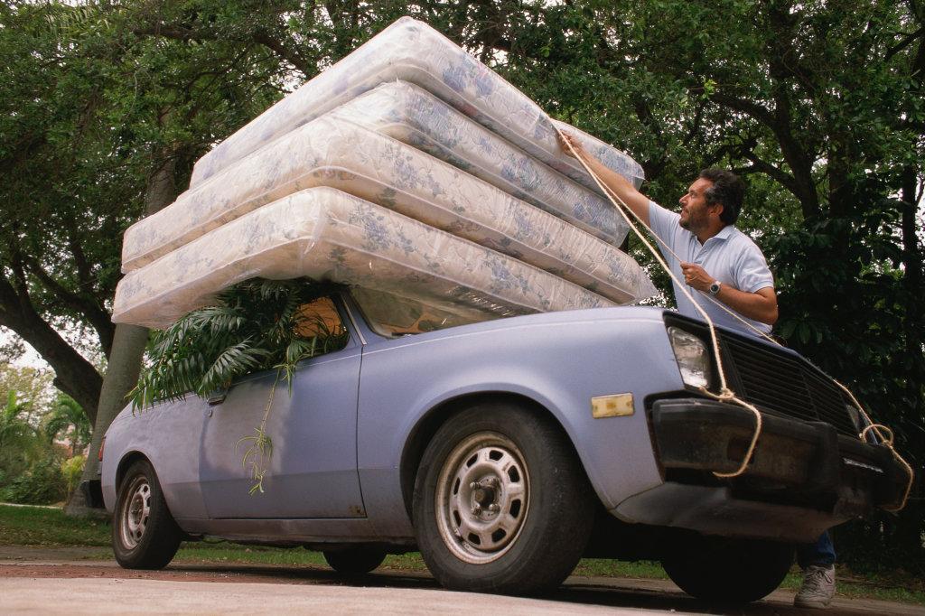 Перевезка матраса на легковом автомобиле